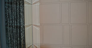 TILES LEATHER WHIT STITCHING